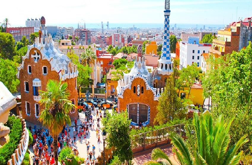 SUMMER WEEKEND IN BARCELONA