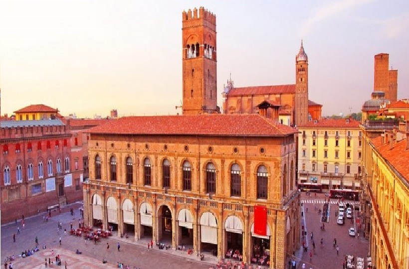 EXTENDED WEEKEND IN BOLOGNA